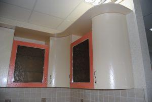 розовая кухня верхние шкафы