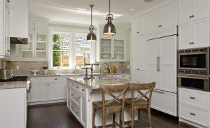 белая кухня неоклассика