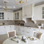 кухня белая неоклассика