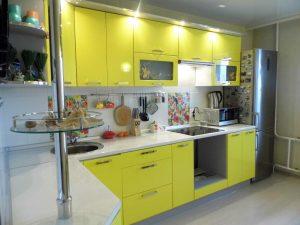 желтая кухня глянец