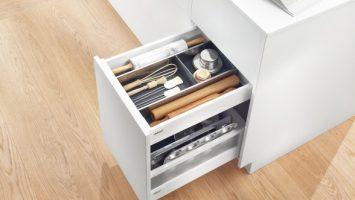 выдвижные ящики кухоннго гарнитура блюм