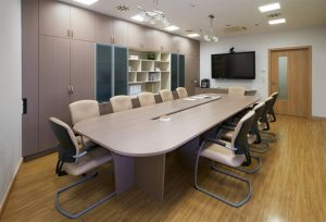 конференц-стол овальный светлый