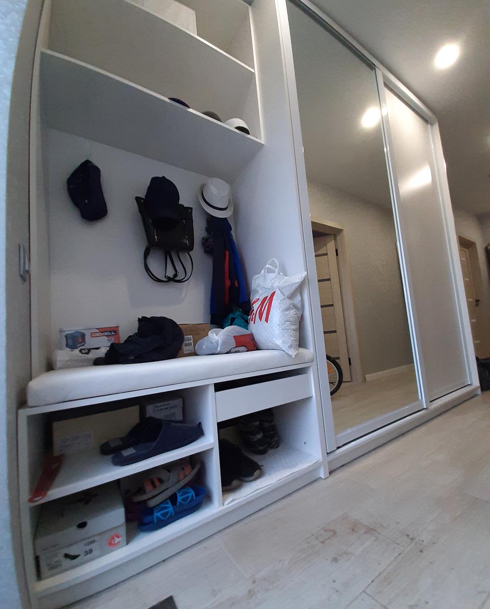 Белый шкаф-купе с зеркалом. Новая работа под заказ