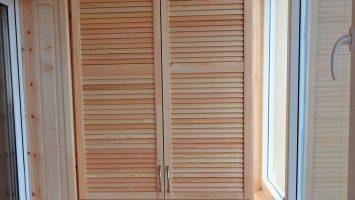 шкаф на балкон массив
