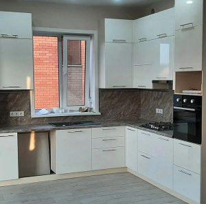 белая угловая кухня глянец